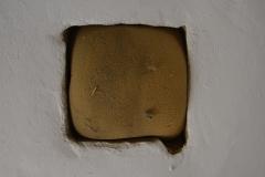 Waermeloch-das-der-Erwaermung-der-Dachkammer-durch-die-Beheizung-im-darunterliegenden-Wohnzimmer-diente.